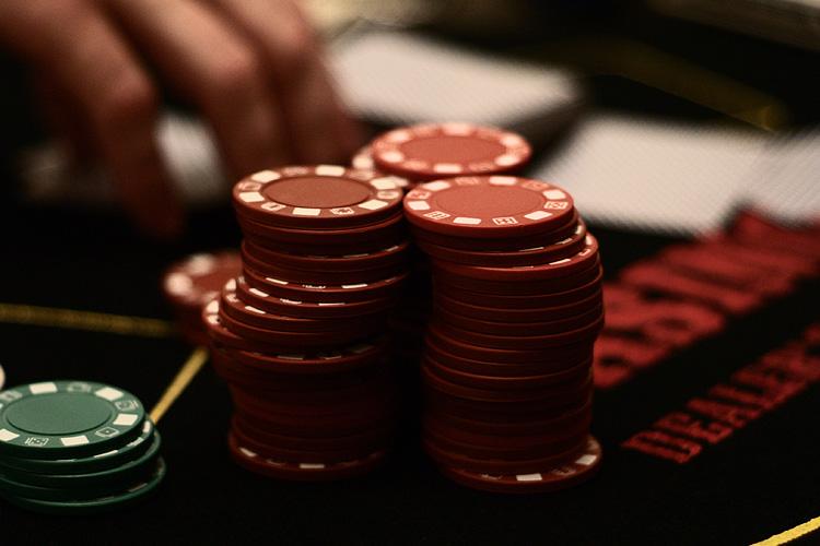hrať live karibský stud poker slovensko